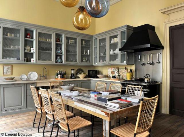 Une cuisine au look campagne chic conseil d coration for Cuisine mur jaune