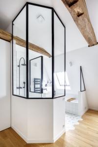 salle de bains avec verrière sur mesure