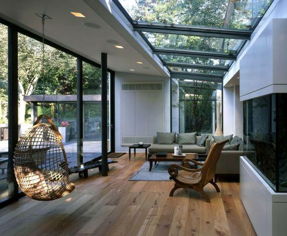 Une véranda aménagée en salon très design