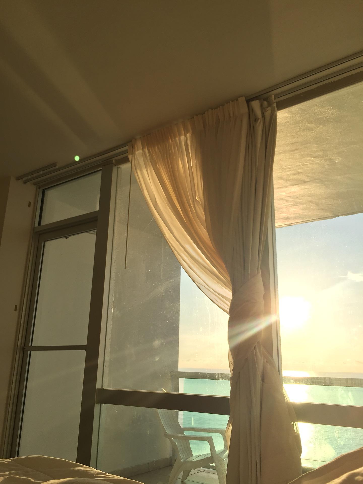 Rideau Sur Baie Vitrée choisir vos rideaux selon vos fenêtres - conseil decoration