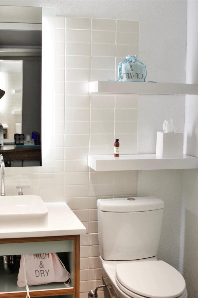 éclairage led dans une salle de bain